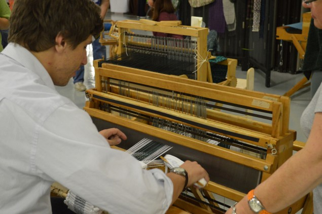 Operating the loom