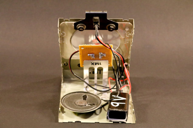 The speaker and 9V battery